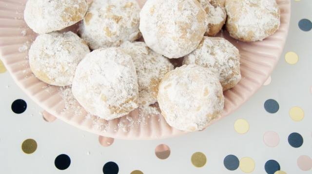 Eggnog snowball cookies