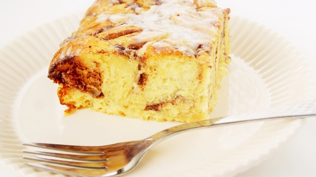 Overnight cinnamon roll casserole